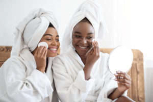 girls applying the 7 skin method